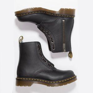 Dr. Marten 1460 Pascal side-zip boots. 🖤